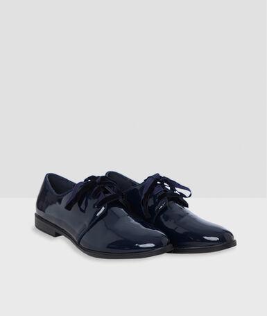 Zapato con cordones acharolado azul marino.