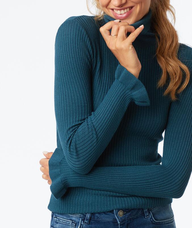 Jersey cuello alto mangas con volantes turquesa.