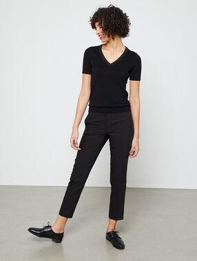 Pantalón tipo chino liso negro.