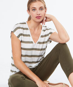 T-shirt en lin kaki.