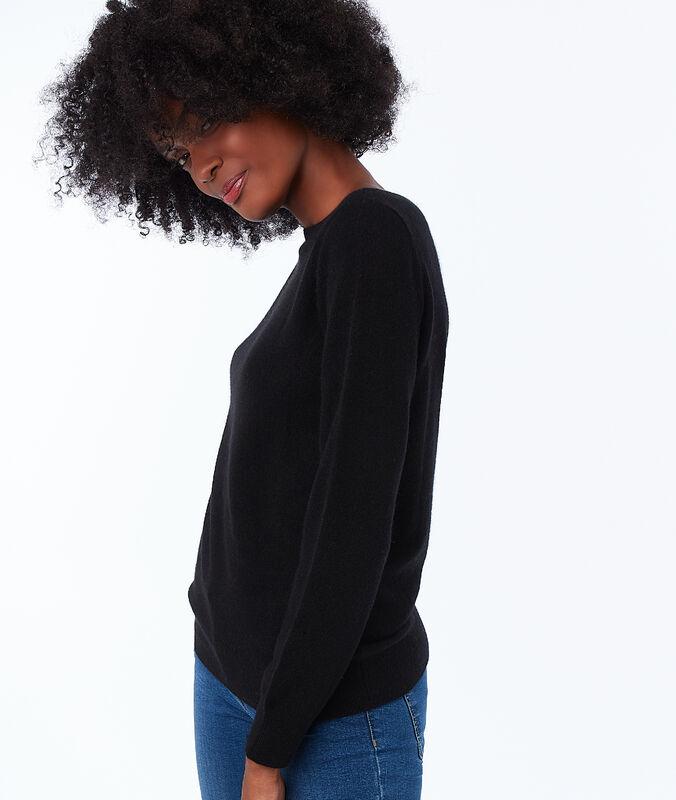 Jersey cuello barco de cachemira negro.