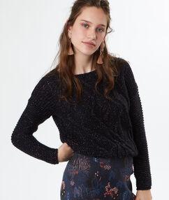 Pull tricot pailleté à base de mohair noir.