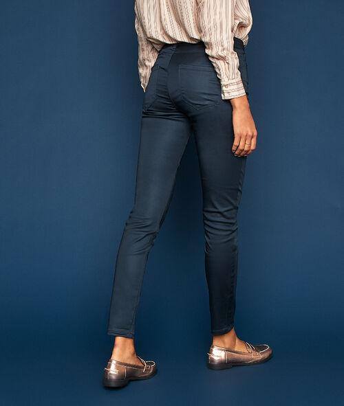 Pantalón pitillo efecto piel