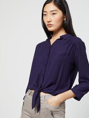 Camisa anudada con estampado jacquard azul marino.
