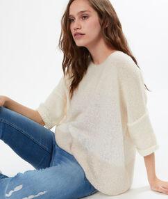 Pull tricot à base de mohair avec sequins ecru.