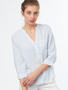 Blusa mangas 3/4 azul claro.