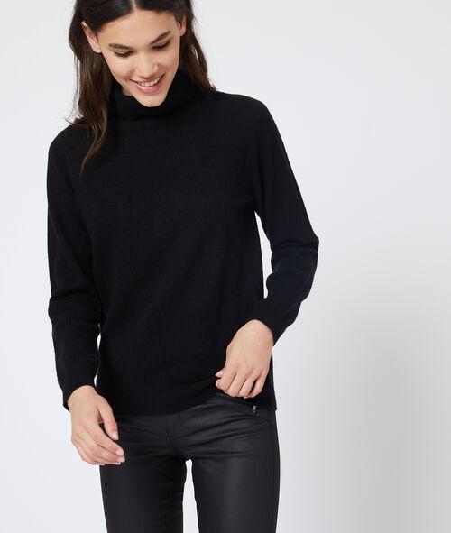 Suéter con cuello alto de cachemira