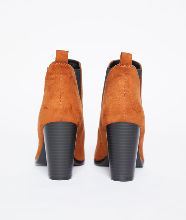 Botines de punta con talón