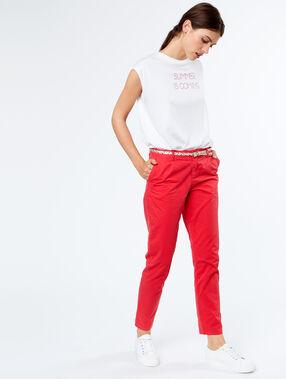 Pantalon capri en coton rouge.