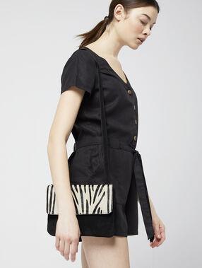 Bolso de mano con estampado de cebra negro.