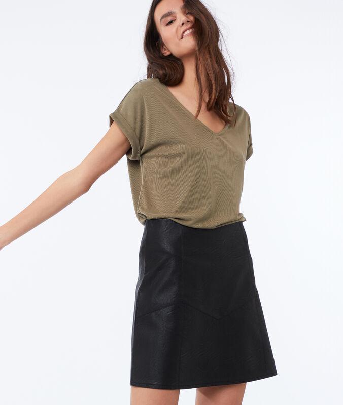 Falda efecto piel negro.