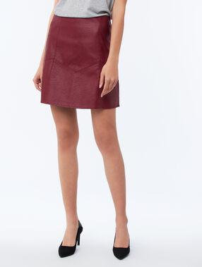 Falda efecto piel rojo.