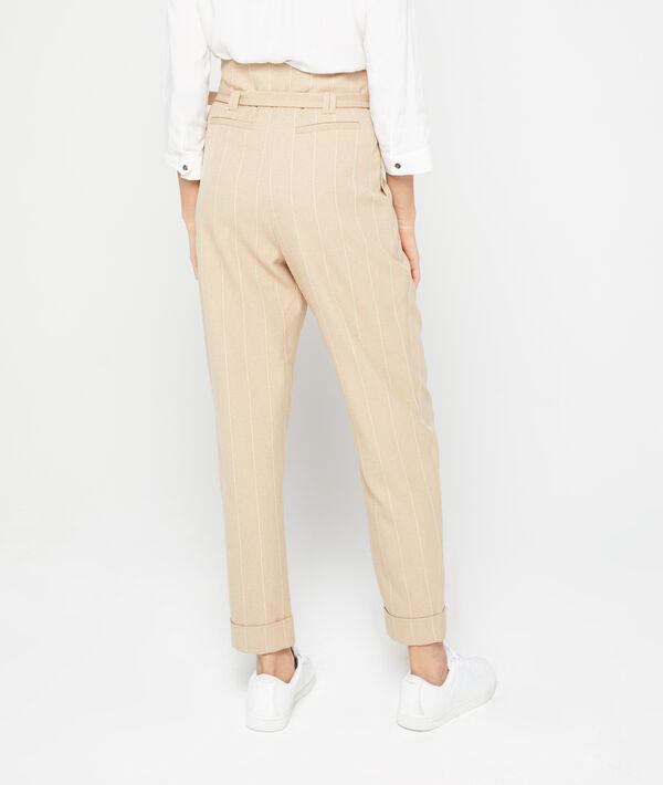 Pantalón alto con cinturón