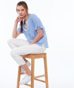 Blusa estampado de rayas azul marino.