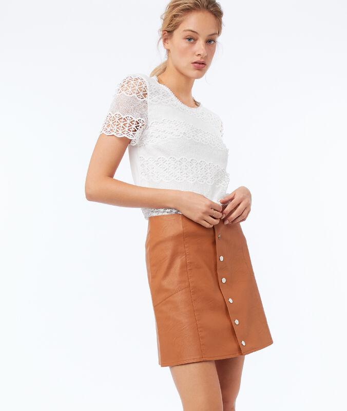 Falda con botones efecto piel marrón.