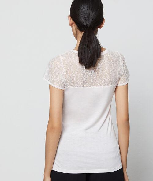 Top escotado hombros detalles guipur