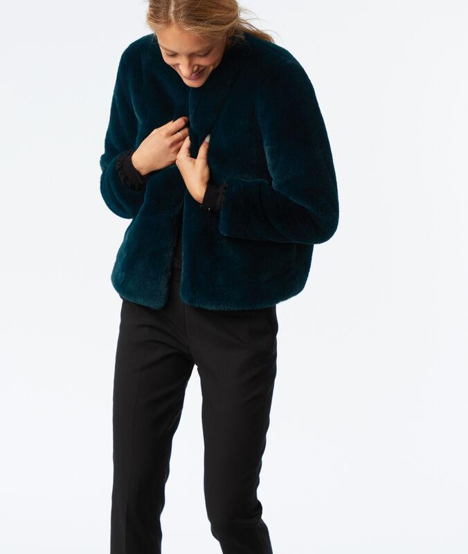 Abrigo corto piel falsa turquesa.