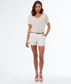 Pantalón corto algodón con cinturón crudo.
