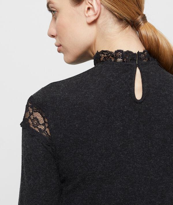 Camiseta fina con encaje en guipur
