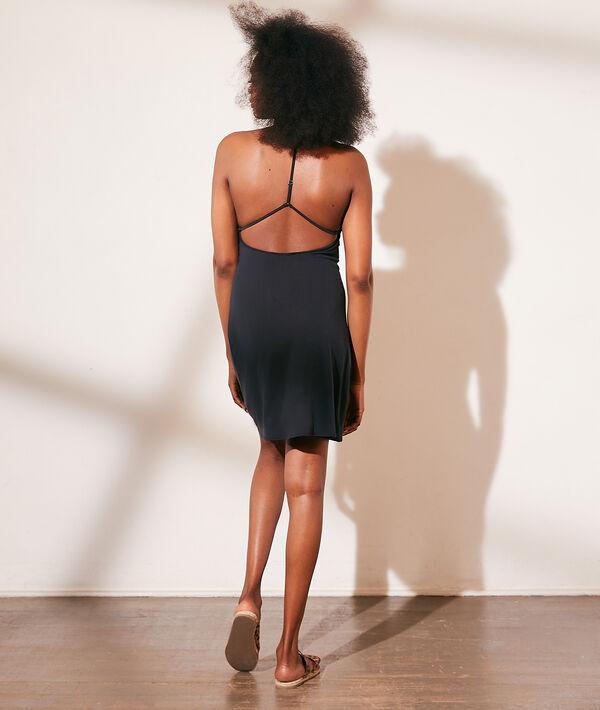 Vestido corto, espalda abierta