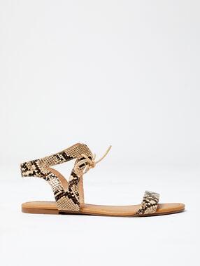 Sandalias con estampado de serpiente crudo.
