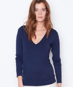Jersey de punto fino con escote en v azul marino.