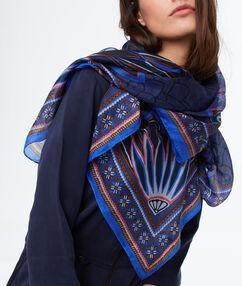 Fular de seda azul.