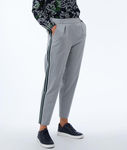 Pantalón corte masculino franjas laterales