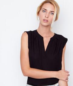 Blusa sin mangas escote en v negro.