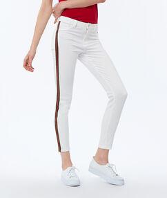 Pantalon skinny avec bande sur le côté écru.