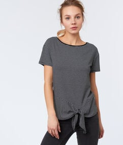 Camiseta manga corta estampado rayas negro.