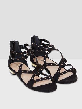 Sandales à petits clous noir.