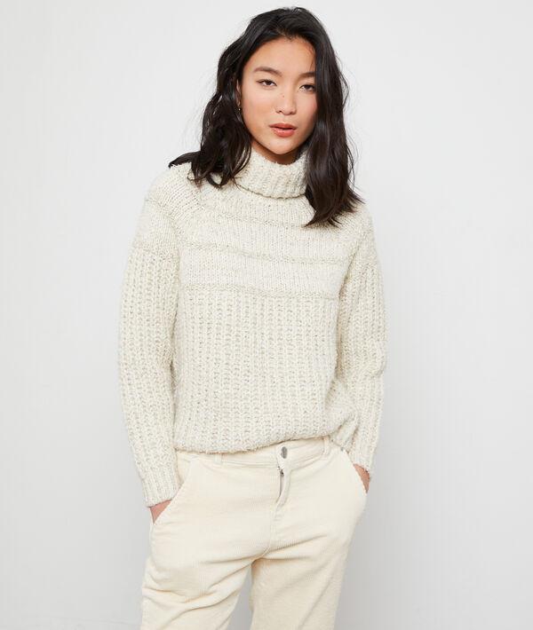 Suéter cuello alto de hilo metalizado