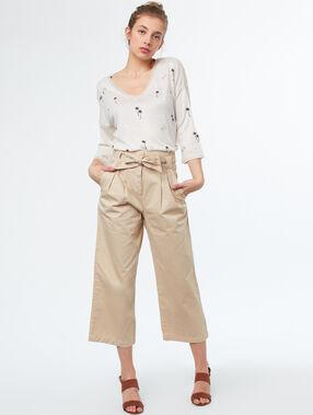 Pantalón carrot algodón con lazada crudo.