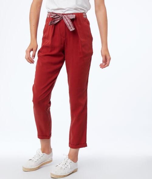 Pantalón tipo zanahoria con cinturón lazada tencel