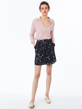Blusa estampado de rayas rosa pálido.