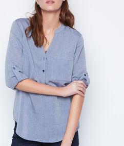 Camisa manga 3/4 escote en v azul marino.