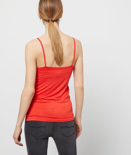 Camiseta de tirantes escotada de encaje