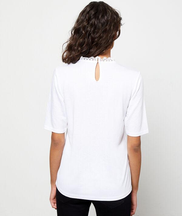 Camiseta escotada de encaje