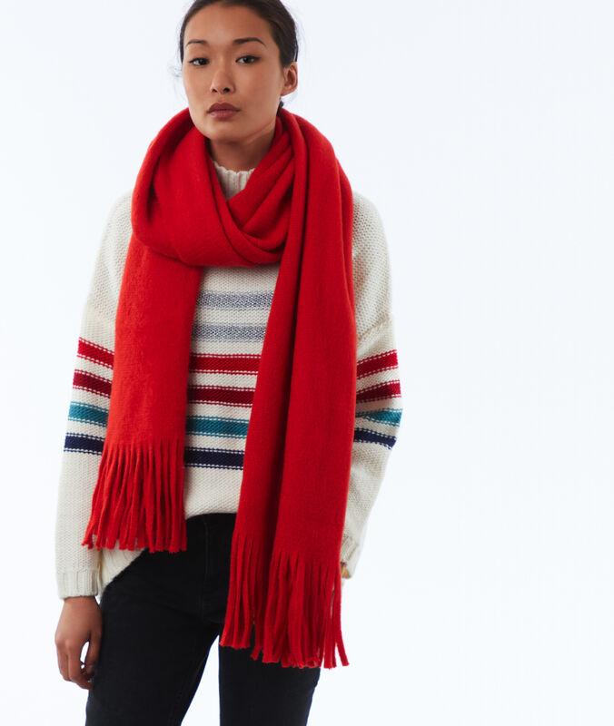 Bufanda con flecos rojo.
