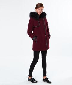 Manteau en laine à capuche fausse fourrure bordeaux.