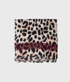 Plaid imprimé léopard beige.