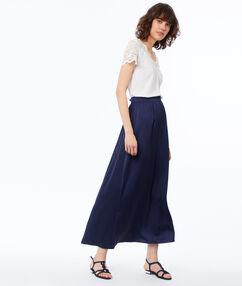 Falda larga azul marino.