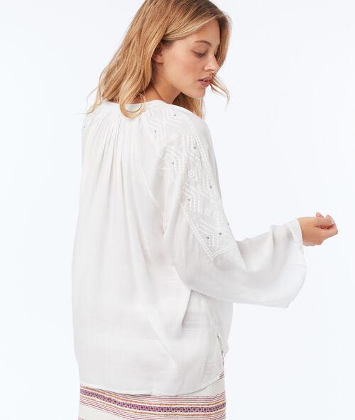Blusa cuello tunecino y bordados