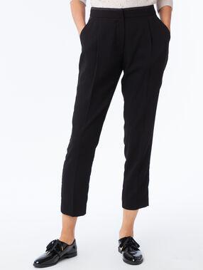 Pantalón corte zanahoria negro.