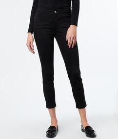 Pantalón estrecho 7/8 negro.