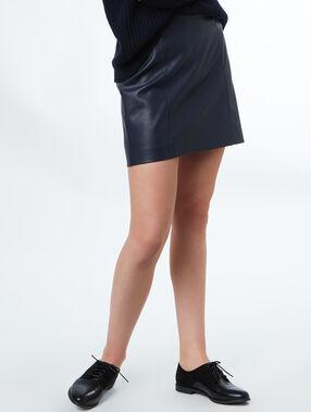 Falda corta efecto piel azul marino.