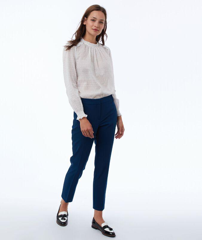 Pantalón tipo chino 7/8 azul noche.