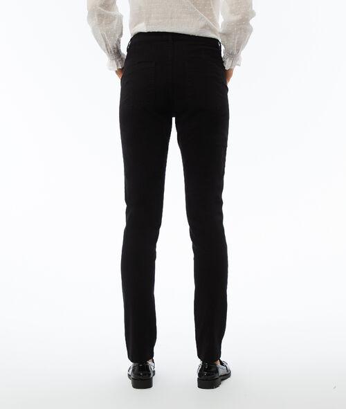 Pantalón estrecho