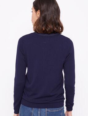 Jersey abotonado azul marino.